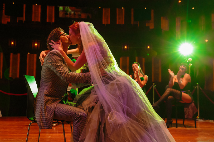 Bruidsfotografie-Zwolle-Theater-De-Spiegel-039